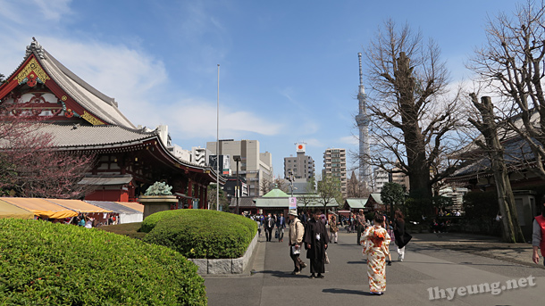 Sensoji with Tokyo Skytree in the background.