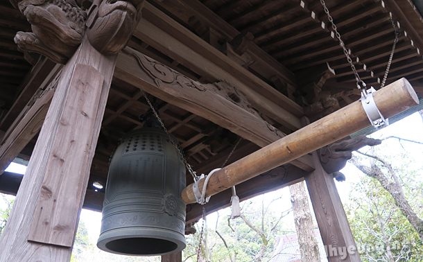 Temple bell was rung.