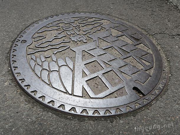 Shirakawa manholes.
