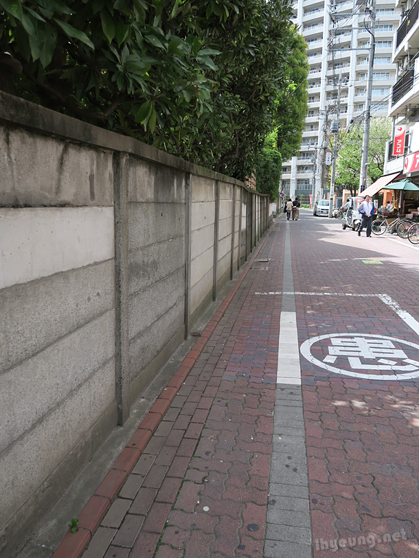 No pavements